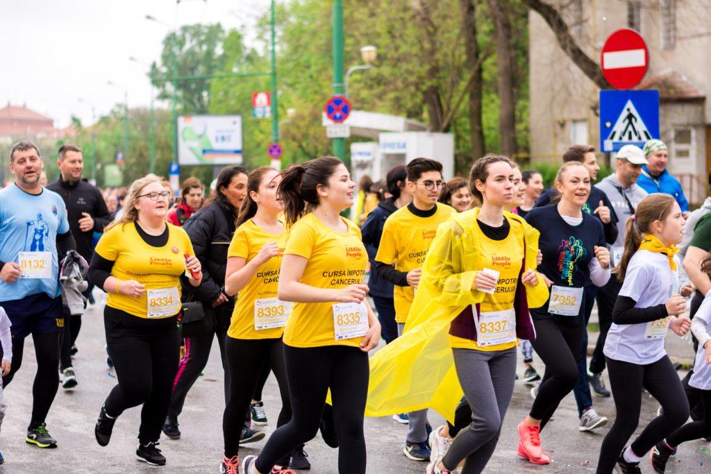 市民マラソン大会で走る人々