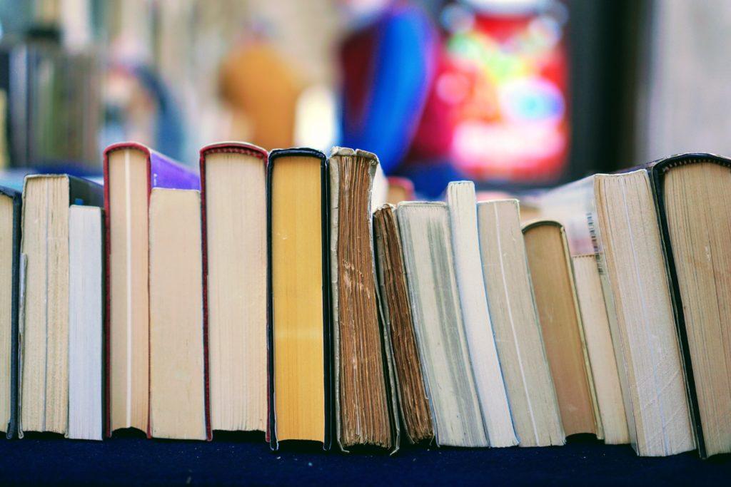 たくさんの並べられた本