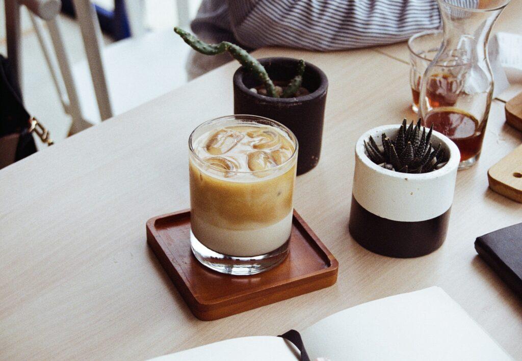 氷の入った冷たい飲み物のイメージ