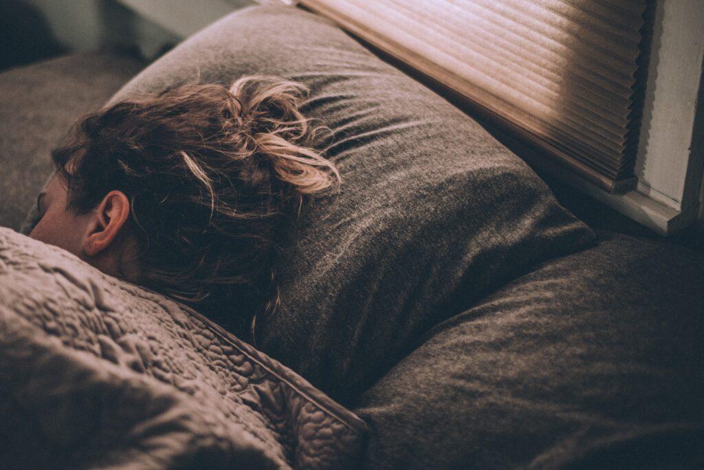 良質な睡眠でぐっすり眠れているイメージ