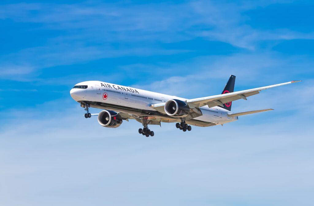乗り物酔いが起こる可能性がある、飛行機のイメージ