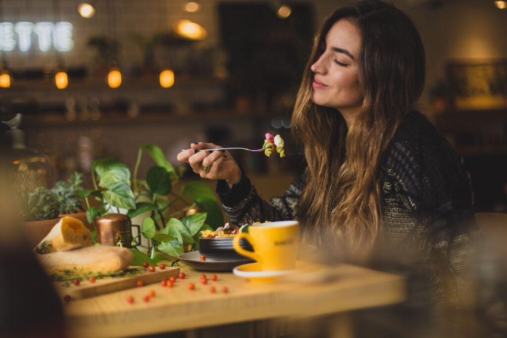 バランスの取れた食事を摂っているイメージ