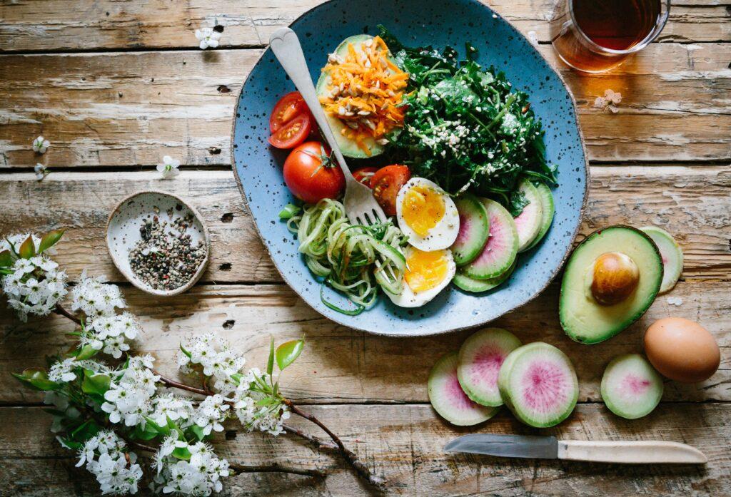 朝昼兼用で太りやすくなってしまう食事のイメージ