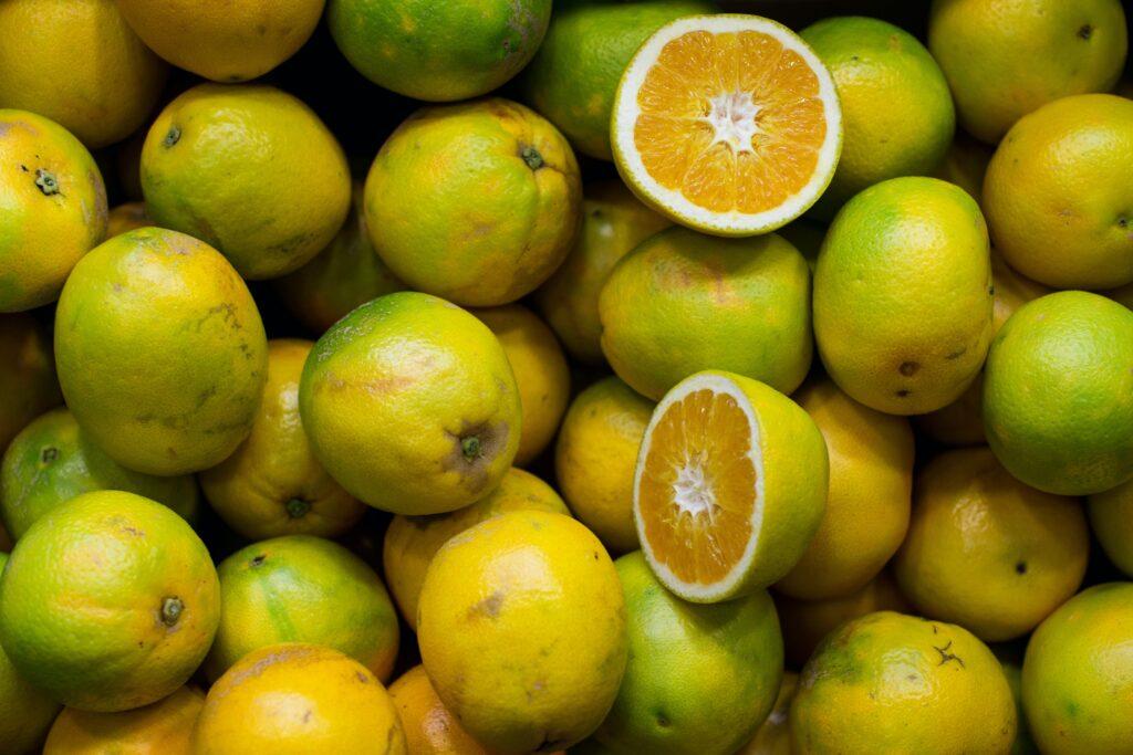コラーゲンの材料となるビタミンCがたっぷりのオレンジのイメージ