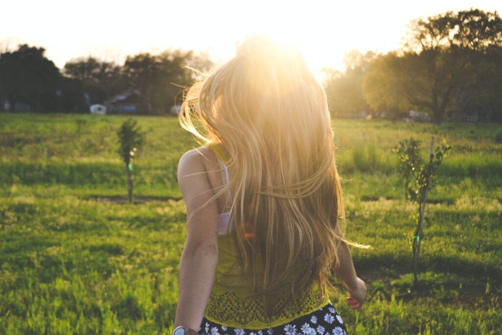 太りやすい体質の原因がストレスだとわかってスッキリしている女性のイメージ
